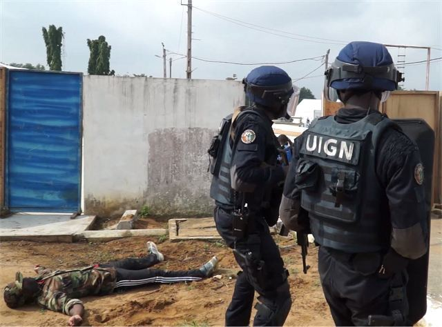 ShieldAfrica 2017 UIGN FRAP Special Forces and SWAT Team of Cote d Ivoire gendarmerie police in live demonstration 640 001