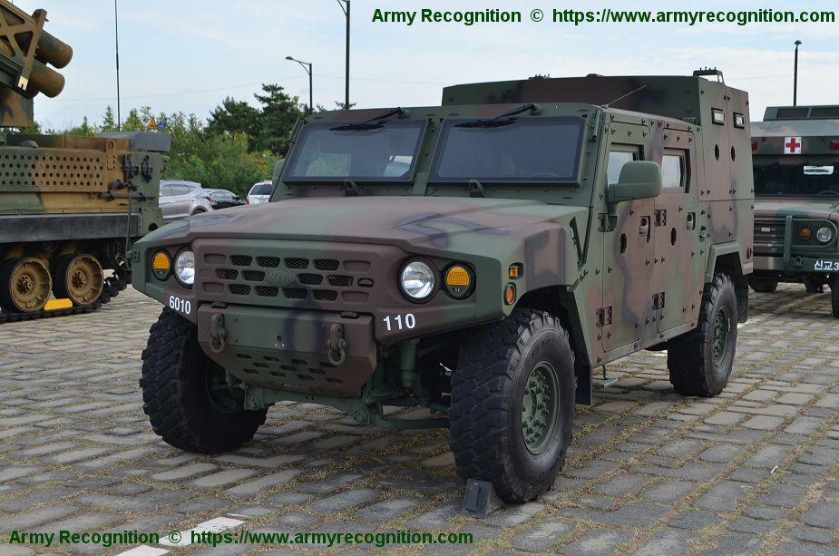 K152 4x4 APC Armored Personnel Carrier of South Korean Army DX Korea 2018 925 001