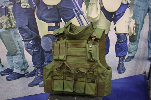 The Russian GS unveils for the first time its bulletproof vest B-17 for Pakistani Army at IDEAS 2016 002