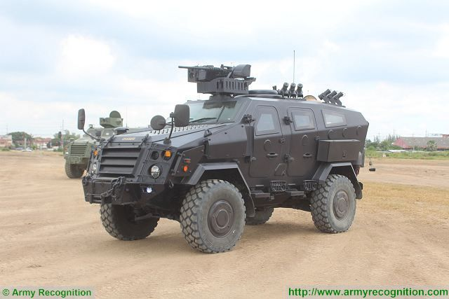 First Win 4x4 anti riot police protected vehicle Chaiseri Thailand Thai army defense industry 640 001
