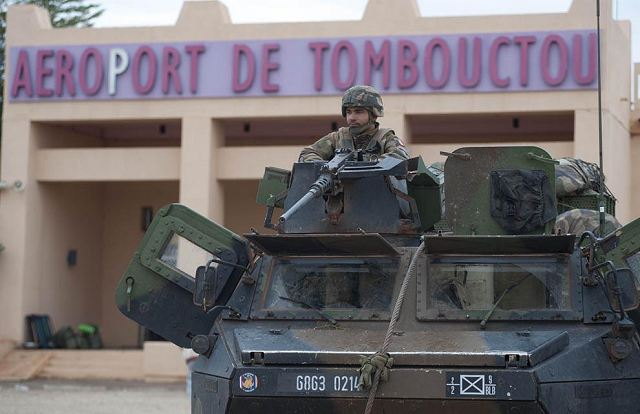 After the capture of the airport of Timbuktu and the city Gao by French armed forces Sunday and Monday, January 28, 2013, the two strategic locations are now strengthened by units of the Malian army. French Special Forces continue to secure the area around the Timbuktu airport to restore air traffic and for the support of ground forces.