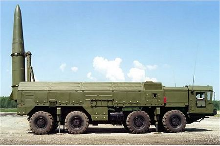 Iskander SS 26 Stone tactical missile system Russia Russian army right side view 450 001