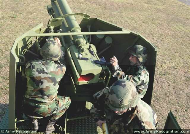 The gun mount of M03 122mm howitzer is not turreted though and features only a shield protection on the 180° frontal arc.