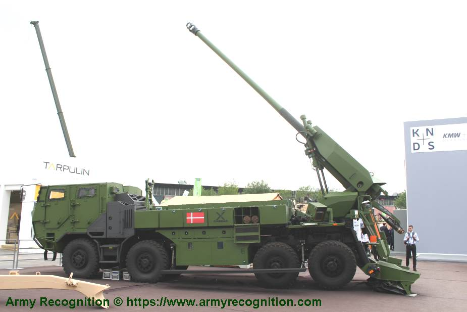 8x8 self propelled howitzer CAESAR Nexter Systems 155mm wheeled artillery truck system France 925 001
