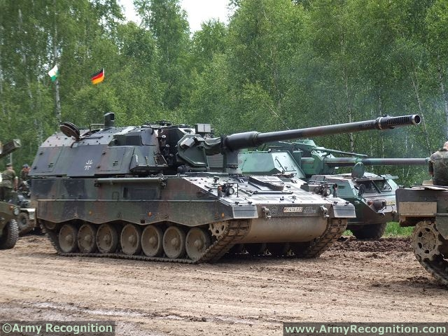 Pzh 2000 krauss maffei wegmann self-propelled howitzer tracked armoured vehicle German Army German 021