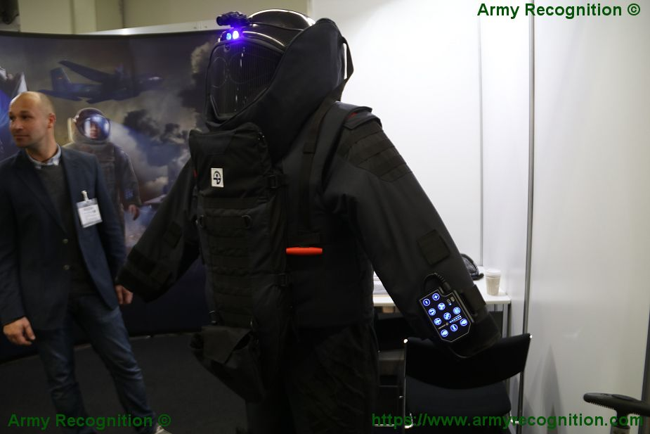 GARANT Protects high technology of bomb suit for EOD IEDD team at Enforce TAC 2018 SPS 15 925 001