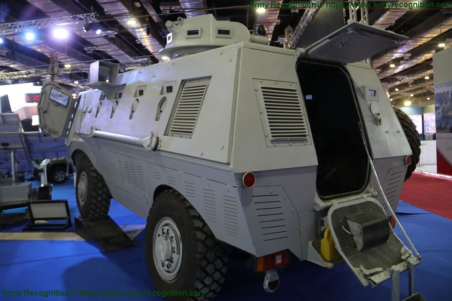 Fadh 300 new Egyptian made 4x4 APC armored personnel carrier EDEX 2018 Egypt defense exhibition 925 002