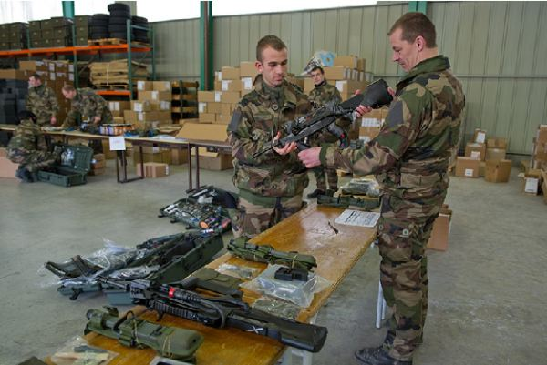 At the beginning of January 2011, the13th BCA infantry mountain troops (13e bataillon de chasseurs alpins) of the French Army took delivery of the FELIN equipment.