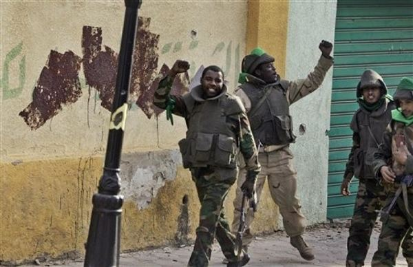 According to last information of Libyan television, the regular troops of the Libyan army would be around the city of Benghazi. This information's are not confirmed by the rebels. In the city of Adjedabia, the troops loyal to Colonel Kaddafi celebrate the victory.