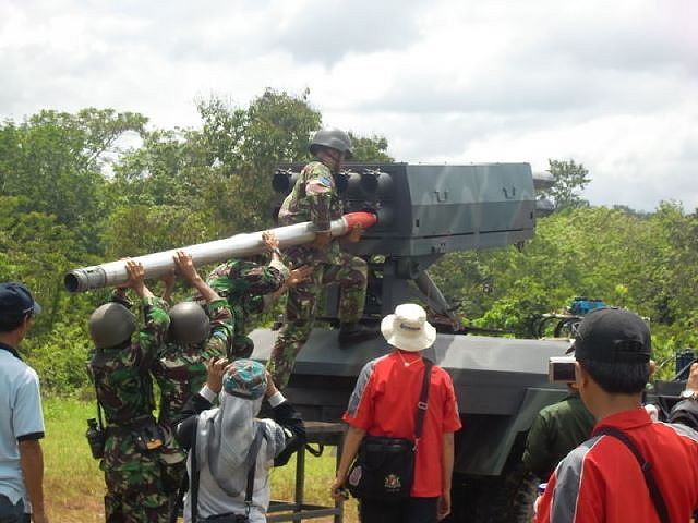 Indonesian Research and Technology Ministry is planning to develop some 1,000 rockets to reinforce the country's armed forces'arsenal, local press reported Friday, June 8, 2012.