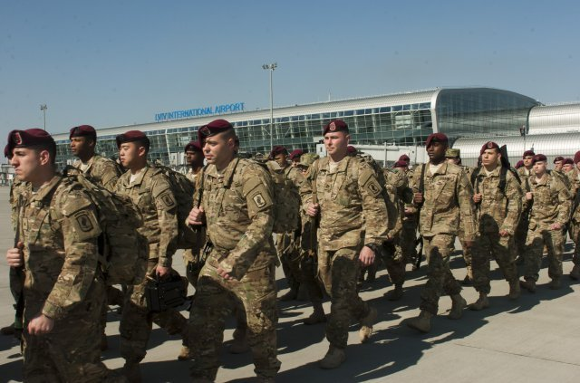 US 173rd Airborne Brigade arrives in Ukraine to train National Guard 640 001