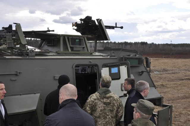 Ukraine Army receive first AT-105 Saxon APC and HMMWV armed by Ukroboronprom 640 001