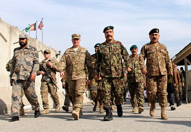 Afghan and Pakistani army discuss to build a cross-border network to root out terrorism 640 001
