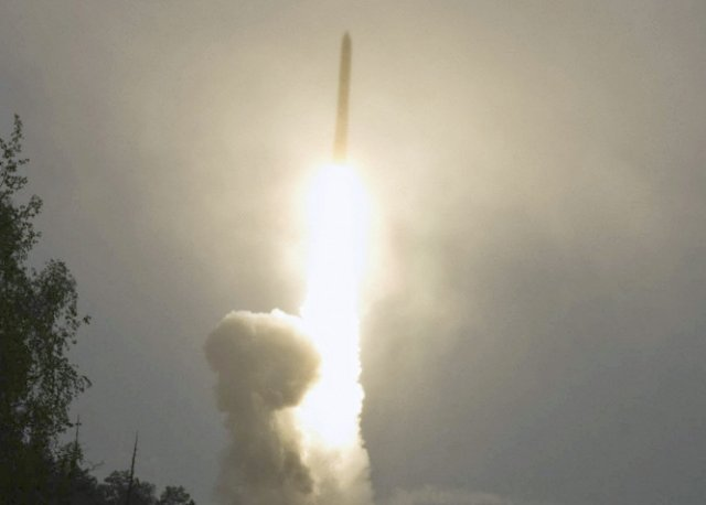 Russia successfully test launched a RS 24 Yars intercontinental ballistic missile 640 001
