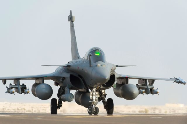 Today France has launched first airstrikes against Islamic State militants in Syria 640 001