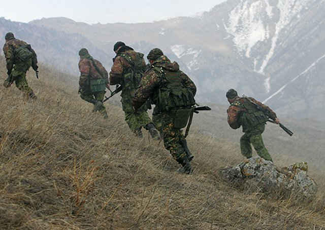 Russian troops master new mountain combat tactic 640 001