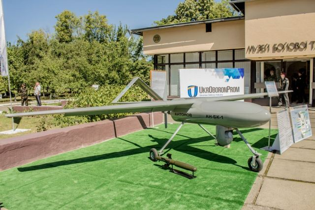 Ukraine defense industry presents new UAV Gorlysta and new UGV Phantom 640 001