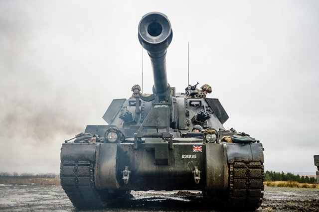 British Royal Artillery displayed its firepower with AS90 Artillery System in exercise 640 001