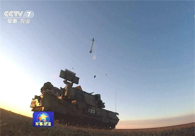 PGZ07 35mm cannon and HQ17 surface-to-air defense missile systems in service with Chinese army 640 001
