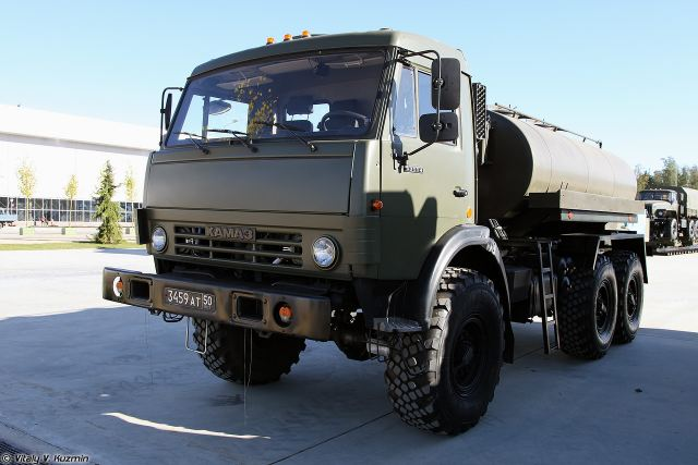 The Russian Defense Ministry will soon take delivery of a batch of advanced tank trucks designed for operations in the Arctic, according to the Izvestia daily. The sophisticated vehicle is designed for producing potable water and storing it unfrozen at an ambient temperature of -65°C. The Defense Ministry has been testing the unique ATsPT-5,6 Arctic Line tank truck on a KamAZ chassis under the Arctic and subarctic area development program.