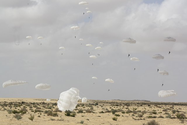 Egyptian Russian paratroopers participated together in the first Friendship Defenders 2016 drills