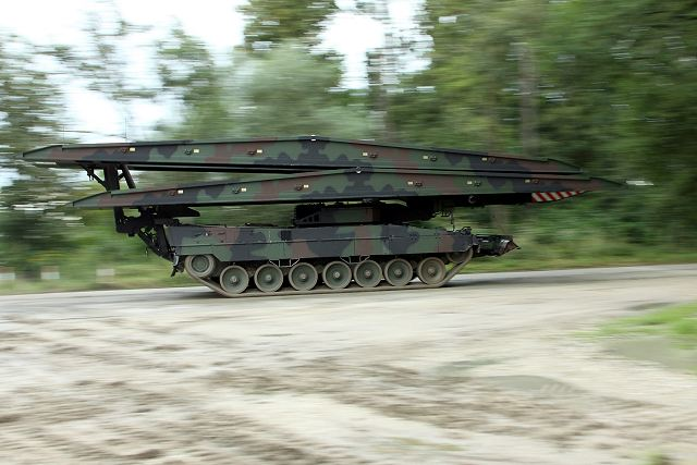 Krauss-Maffei Wegmann KMW will deliver 7 Leopard 2 Leguan bridge layer to German army 640 001