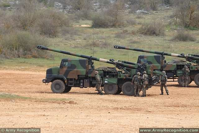 French army will deploy four 155m wheeled self-propelled howitzers CAESAR in Iraq 640 001