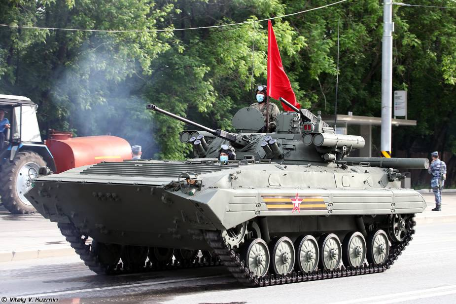 BMP 2M tracked armored IFV Berezhok turret Russia Victory Day military parade 2020 925 001