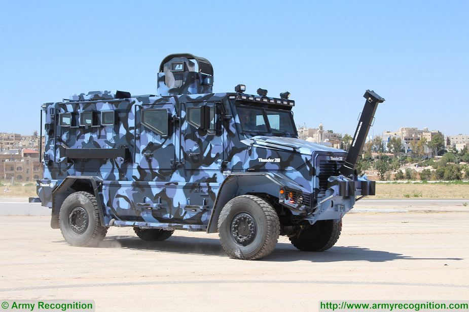 Thunder 2 4x4 tactical armoured truck personnel carrier police security vehicle Cambli Canada Canadian defense industry 925 001