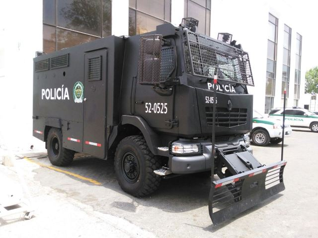 The MIDS Midlum Security and Public truck designed and manufactured by Renault Trucks Defense is now in service with the Colombian Police Forces. According Colombian newspaper website, Colombian Police has take delivery of three MIDS in 2015 in 4x4 driveline, following an order in 2014.